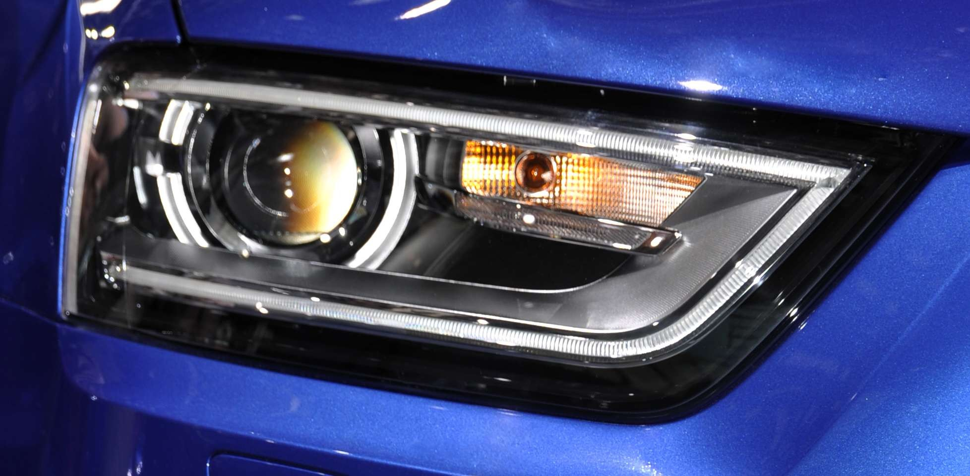 oem audi q3 8u headllights bi xenon european. Black Bedroom Furniture Sets. Home Design Ideas