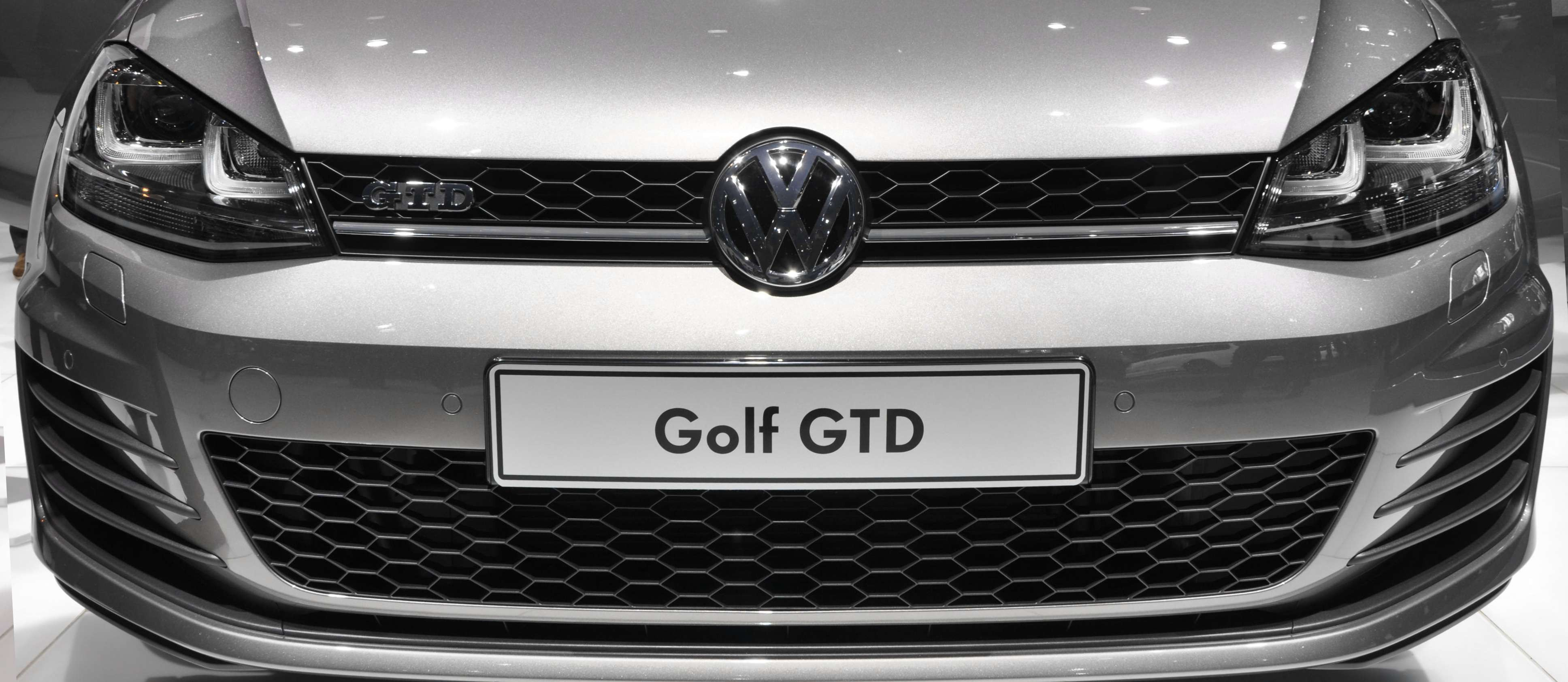 oem vw golf mk7 gtd grille emblem. Black Bedroom Furniture Sets. Home Design Ideas